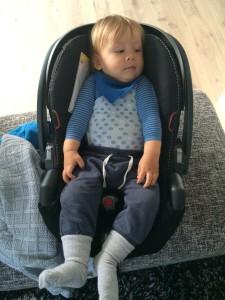 ..sånn så det ut da bestefar kledde på Sebastian forrige gang jeg fødte 😂