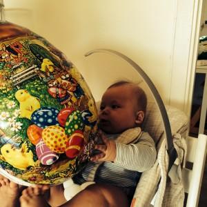 Jonathan og egget ifjor 🐤
