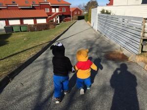 Mikke mus og Ole Brum på tur :)