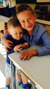 Ett år siden Daniel hadde sin aller første dag på skolen, med den oransje sekken sin 😀
