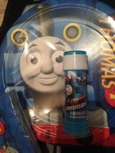 Tallerkner, servietter og såpebobler med Thomas, det MÅ jo bare bli en hit!
