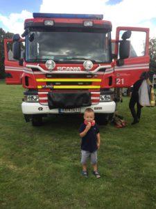 Sebastian syns det var stas med brannbilen 🚒
