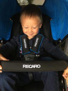 Sebastian 3 år har også god plass i vognen, det heller med god med justerbar fotstøtte.