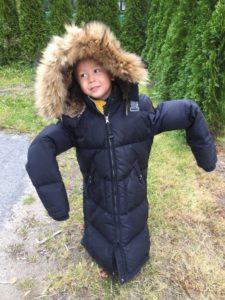 En kald Sebastian til tross for at han fikk låne mamma sin jakke!