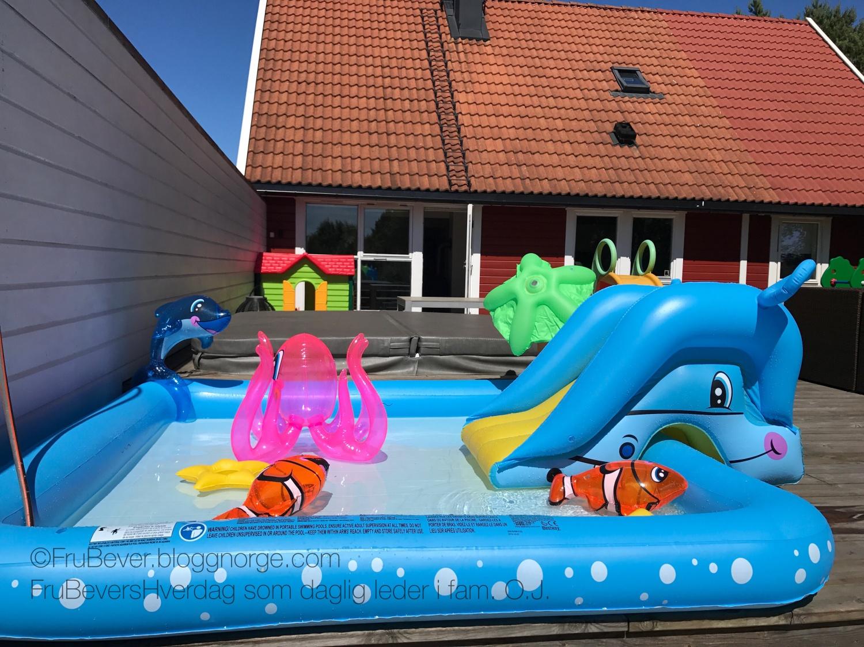 Lite basseng barn