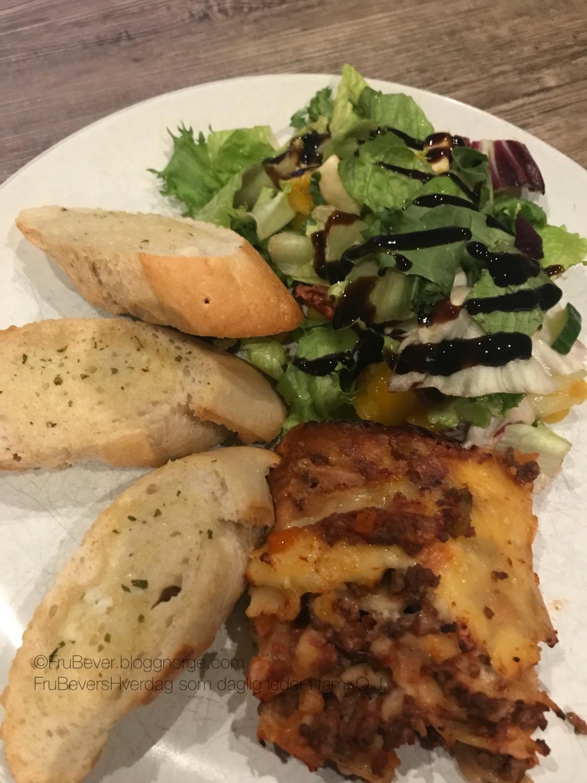 Skikkelig hjemmelaget lasagne er noe av det beste jeg vet 😋