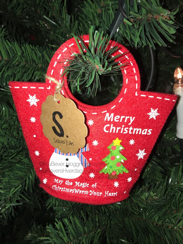Alle er selvsagt navnet - hver og en har sin egen julekurv som henger på juletreet!