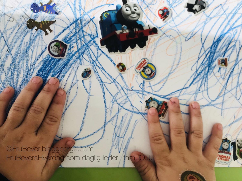 FruBeversHverdag DIY med barna / tegne, klistremerker og fargeblyanter