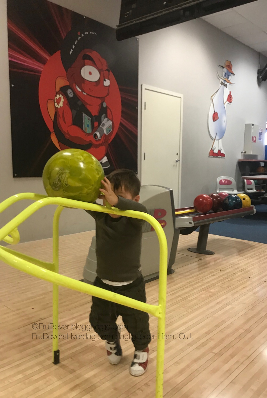 FruBeversHverdag // bowling - aktivitet med barna