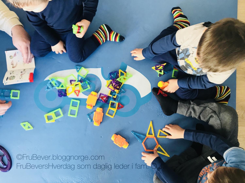 FruBeversHverdag // påskelek med mini magneter 3D - kreative barn