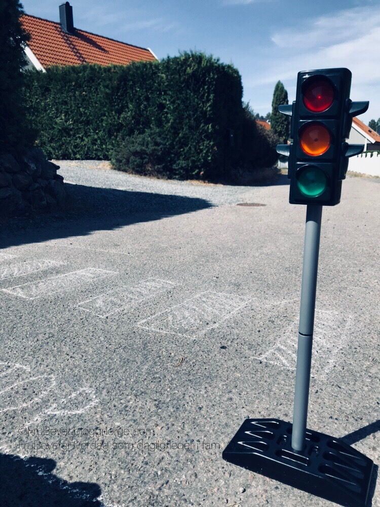 FruBeversHverdag og Lekeakademiet lær trafikkregler