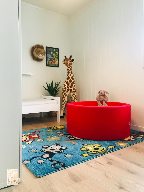 Ballbasseng på baby O og Markus sitt rom // Mimmis.no