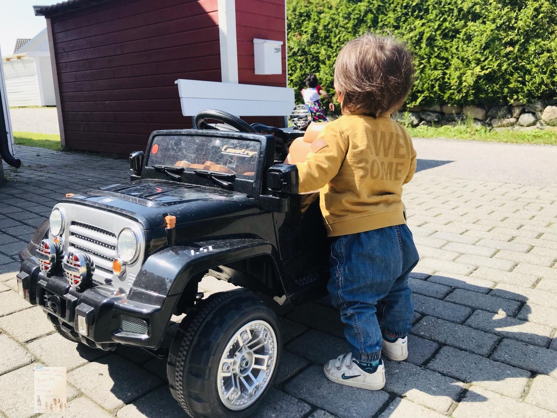 Oskar oppdager verden!