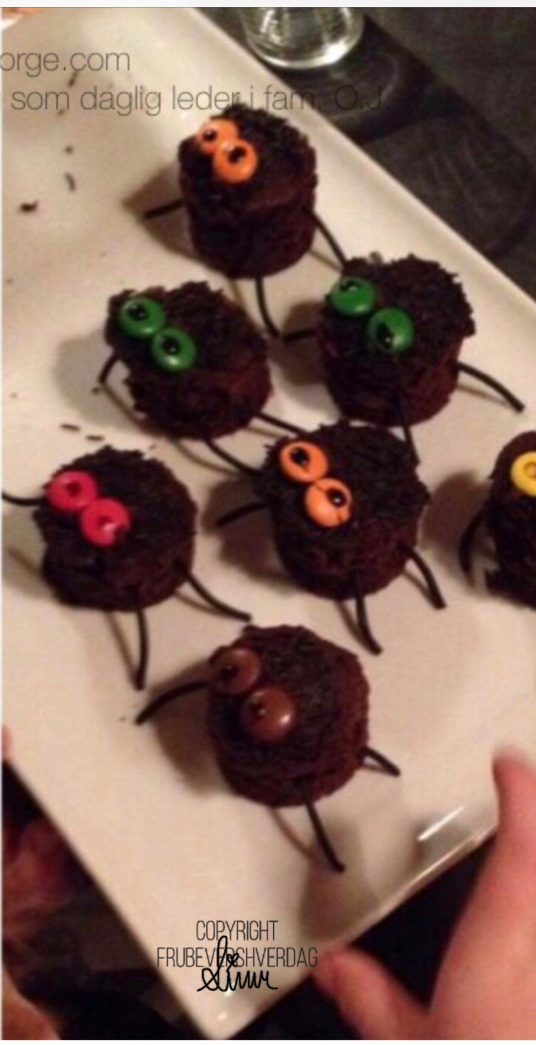 Dagens Halloween tips: bake edderkoppmuffins og spøkelsesmuffins!