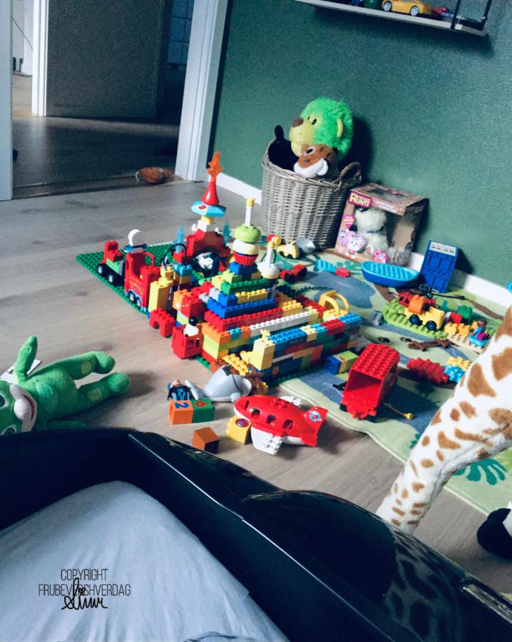 4 åringen viser rommet sitt! #selfie [FruBeversHverdag]