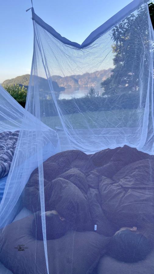 Luftmadrasser overmadrass og myggnett! Her sov vi så godt 😍 [FruBeversHverdag]